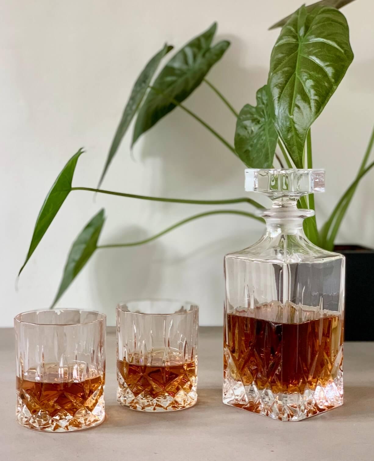 Rcr-Opera-Decanter-dekanter-karaffel-krystalglas-whiskey-whisky-morgenjuice-likør-kvadratisk-maskulin-lowball-DOF-Whiskey-Whisky-tumbler-mixmeister.dk